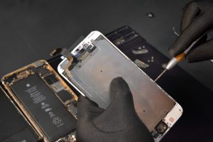 Iphone Repair Winnipeg >> Replace An Iphone Cracked Lcd Screen In Winnipeg Manitoba